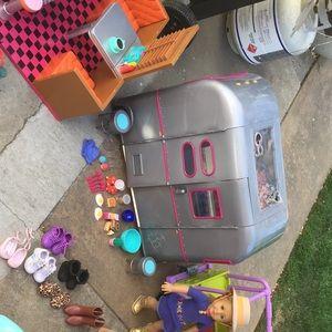 American girls, Motor Home, Dinner Set, Kitchen.